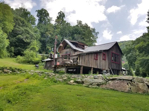 North Carolina cabin with Tennessee mountain film location